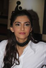 Sonam Kapoor endorses NGO Cuddle charity event on 26th Aug 2016 (111)_57c104d269297.JPG