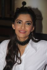 Sonam Kapoor endorses NGO Cuddle charity event on 26th Aug 2016 (112)_57c17bb95fb46.JPG