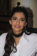 Sonam Kapoor endorses NGO Cuddle charity event on 26th Aug 2016 (113)_57c104d4901e3.JPG
