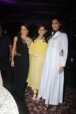 Sonam Kapoor endorses NGO Cuddle charity event on 26th Aug 2016 (118)_57c104df80d96.JPG