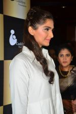 Sonam Kapoor endorses NGO Cuddle charity event on 26th Aug 2016 (36)_57c1046a766f5.JPG