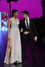 Amit Sadh walk the ramp for Shantanu and Nikhil Show at Lakme Fashion Week 2016 on 27th Aug 2016 (1238)_57c2c6fd5ef8f.JPG