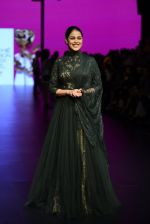 Genelia D Souza walk the ramp for Shantanu and Nikhil Show at Lakme Fashion Week 2016 on 27th Aug 2016 (1160)_57c2c702c8e66.JPG