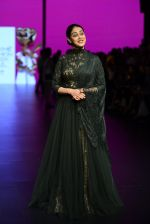 Genelia D Souza walk the ramp for Shantanu and Nikhil Show at Lakme Fashion Week 2016 on 27th Aug 2016 (1161)_57c2c7055f95b.JPG