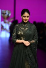 Genelia D Souza walk the ramp for Shantanu and Nikhil Show at Lakme Fashion Week 2016 on 27th Aug 2016 (1168)_57c2c710b99df.JPG