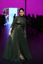 Genelia D Souza walk the ramp for Shantanu and Nikhil Show at Lakme Fashion Week 2016 on 27th Aug 2016 (1173)_57c2c71dc7df0.JPG