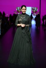 Genelia D Souza walk the ramp for Shantanu and Nikhil Show at Lakme Fashion Week 2016 on 27th Aug 2016 (1179)_57c2c735da49e.JPG
