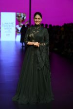 Genelia D Souza walk the ramp for Shantanu and Nikhil Show at Lakme Fashion Week 2016 on 27th Aug 2016 (1182)_57c2c7428c3cf.JPG