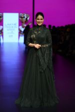 Genelia D Souza walk the ramp for Shantanu and Nikhil Show at Lakme Fashion Week 2016 on 27th Aug 2016 (1186)_57c2c75118d56.JPG
