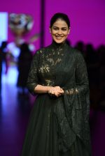Genelia D Souza walk the ramp for Shantanu and Nikhil Show at Lakme Fashion Week 2016 on 27th Aug 2016 (1194)_57c2c77064b88.JPG