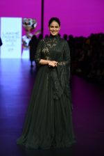 Genelia D Souza walk the ramp for Shantanu and Nikhil Show at Lakme Fashion Week 2016 on 27th Aug 2016 (1181)_57c2c73f80d7a.JPG
