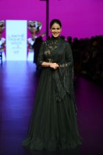Genelia D Souza walk the ramp for Shantanu and Nikhil Show at Lakme Fashion Week 2016 on 27th Aug 2016 (1188)_57c2c758252f1.JPG