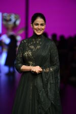 Genelia D Souza walk the ramp for Shantanu and Nikhil Show at Lakme Fashion Week 2016 on 27th Aug 2016 (1191)_57c2c7636b42f.JPG