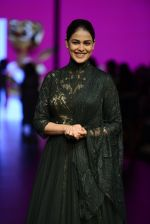 Genelia D Souza walk the ramp for Shantanu and Nikhil Show at Lakme Fashion Week 2016 on 27th Aug 2016 (1193)_57c2c76c09ad8.JPG