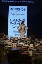 Jacqueline Fernandez walk the ramp for Rajesh Pratap Singh Show at Lakme Fashion Week 2016 on 27th Aug 2016 (5)_57c2daf5c176a.JPG