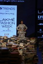 Jacqueline Fernandez walk the ramp for Rajesh Pratap Singh Show at Lakme Fashion Week 2016 on 27th Aug 2016 (7)_57c2dafc4ef48.JPG