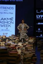 Jacqueline Fernandez walk the ramp for Rajesh Pratap Singh Show at Lakme Fashion Week 2016 on 27th Aug 2016 (8)_57c2dafe5dde0.JPG
