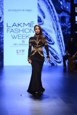 Malaika Arora Khan walk the ramp for Shantanu and Nikhil Show at Lakme Fashion Week 2016 on 27th Aug 2016 (1714)_57c2c7487d866.JPG