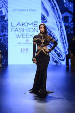 Malaika Arora Khan walk the ramp for Shantanu and Nikhil Show at Lakme Fashion Week 2016 on 27th Aug 2016 (1716)_57c2c74dd38be.JPG