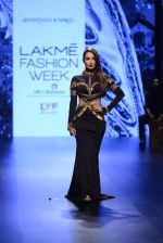 Malaika Arora Khan walk the ramp for Shantanu and Nikhil Show at Lakme Fashion Week 2016 on 27th Aug 2016 (1717)_57c2c75063cb6.JPG