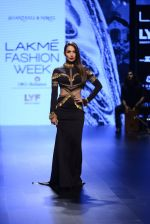 Malaika Arora Khan walk the ramp for Shantanu and Nikhil Show at Lakme Fashion Week 2016 on 27th Aug 2016 (1718)_57c2c7533de87.JPG