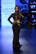 Malaika Arora Khan walk the ramp for Shantanu and Nikhil Show at Lakme Fashion Week 2016 on 27th Aug 2016 (1724)_57c2c767de131.JPG