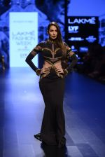 Malaika Arora Khan walk the ramp for Shantanu and Nikhil Show at Lakme Fashion Week 2016 on 27th Aug 2016 (1727)_57c2c77086f25.JPG