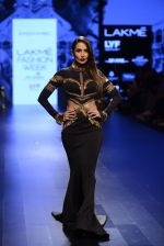 Malaika Arora Khan walk the ramp for Shantanu and Nikhil Show at Lakme Fashion Week 2016 on 27th Aug 2016 (1728)_57c2c7737df4b.JPG