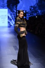 Malaika Arora Khan walk the ramp for Shantanu and Nikhil Show at Lakme Fashion Week 2016 on 27th Aug 2016 (1741)_57c2c7935708e.JPG