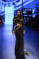 Malaika Arora Khan walk the ramp for Shantanu and Nikhil Show at Lakme Fashion Week 2016 on 27th Aug 2016 (1760)_57c2c7c0c3481.JPG