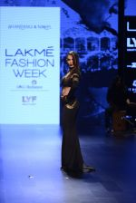 Malaika Arora Khan walk the ramp for Shantanu and Nikhil Show at Lakme Fashion Week 2016 on 27th Aug 2016 (1766)_57c2c7c94c929.JPG