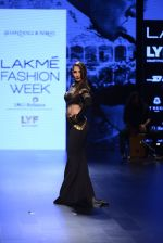 Malaika Arora Khan walk the ramp for Shantanu and Nikhil Show at Lakme Fashion Week 2016 on 27th Aug 2016 (1767)_57c2c7ca537ef.JPG
