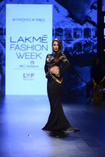 Malaika Arora Khan walk the ramp for Shantanu and Nikhil Show at Lakme Fashion Week 2016 on 27th Aug 2016 (1768)_57c2c7cbdfad9.JPG