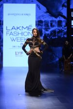 Malaika Arora Khan walk the ramp for Shantanu and Nikhil Show at Lakme Fashion Week 2016 on 27th Aug 2016 (1769)_57c2c7cfd5b4d.JPG