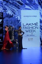 Malaika Arora Khan walk the ramp for Shantanu and Nikhil Show at Lakme Fashion Week 2016 on 27th Aug 2016 (1778)_57c2c7fd68574.JPG