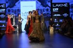 Malaika Arora Khan walk the ramp for Shantanu and Nikhil Show at Lakme Fashion Week 2016 on 27th Aug 2016 (1785)_57c2c817aa060.JPG