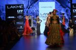 Malaika Arora Khan walk the ramp for Shantanu and Nikhil Show at Lakme Fashion Week 2016 on 27th Aug 2016 (1786)_57c2c81ace875.JPG