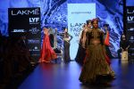 Malaika Arora Khan walk the ramp for Shantanu and Nikhil Show at Lakme Fashion Week 2016 on 27th Aug 2016 (1787)_57c2c81dde5f2.JPG