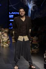 Model walk the ramp for Rajesh Pratap Singh Show at Lakme Fashion Week 2016 on 27th Aug 2016 (502)_57c2df4c238d2.JPG