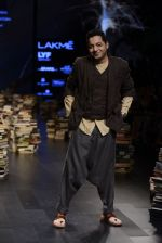 Model walk the ramp for Rajesh Pratap Singh Show at Lakme Fashion Week 2016 on 27th Aug 2016 (505)_57c2df509b891.JPG