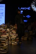 Model walk the ramp for Rajesh Pratap Singh Show at Lakme Fashion Week 2016 on 27th Aug 2016 (118)_57c2dbe5ce7a7.JPG