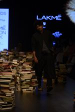 Model walk the ramp for Rajesh Pratap Singh Show at Lakme Fashion Week 2016 on 27th Aug 2016 (119)_57c2dbe78c5a6.JPG