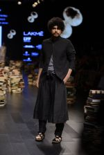 Model walk the ramp for Rajesh Pratap Singh Show at Lakme Fashion Week 2016 on 27th Aug 2016 (129)_57c2dc0930eb7.JPG