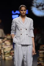 Model walk the ramp for Rajesh Pratap Singh Show at Lakme Fashion Week 2016 on 27th Aug 2016 (184)_57c2dcb413eb0.JPG