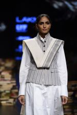 Model walk the ramp for Rajesh Pratap Singh Show at Lakme Fashion Week 2016 on 27th Aug 2016 (301)_57c2ddb0843bb.JPG