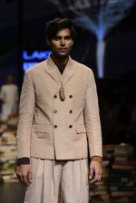 Model walk the ramp for Rajesh Pratap Singh Show at Lakme Fashion Week 2016 on 27th Aug 2016 (400)_57c2de909bd73.JPG