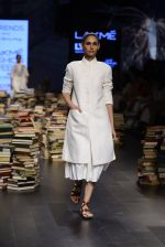 Model walk the ramp for Rajesh Pratap Singh Show at Lakme Fashion Week 2016 on 27th Aug 2016 (404)_57c2de986b398.JPG