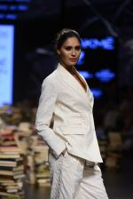 Model walk the ramp for Rajesh Pratap Singh Show at Lakme Fashion Week 2016 on 27th Aug 2016 (455)_57c2def79d9d7.JPG