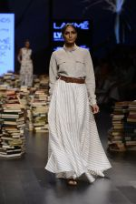 Model walk the ramp for Rajesh Pratap Singh Show at Lakme Fashion Week 2016 on 27th Aug 2016 (510)_57c2df5a928d9.JPG