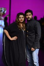 Model walk the ramp for Shantanu and Nikhil Show at Lakme Fashion Week 2016 on 27th Aug 2016 (1097)_57c2d1a19429f.JPG